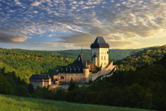 karlstejn_castle_surroundings_czech_bike_tours